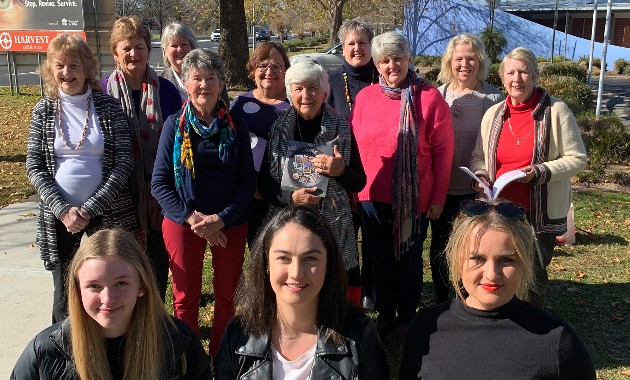 Communication students boost Bathurst women's cancer research fundraiser