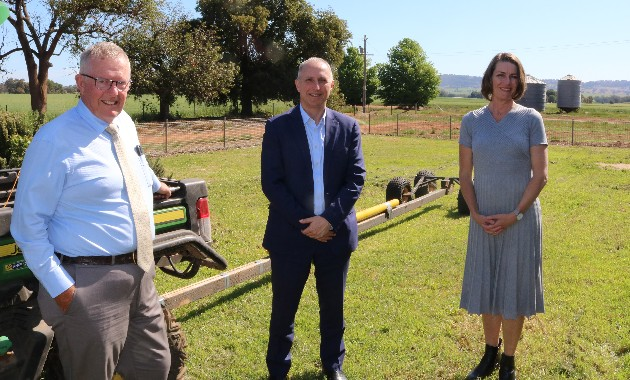 Minister glimpses future of education at digital farm in Wagga Wagga