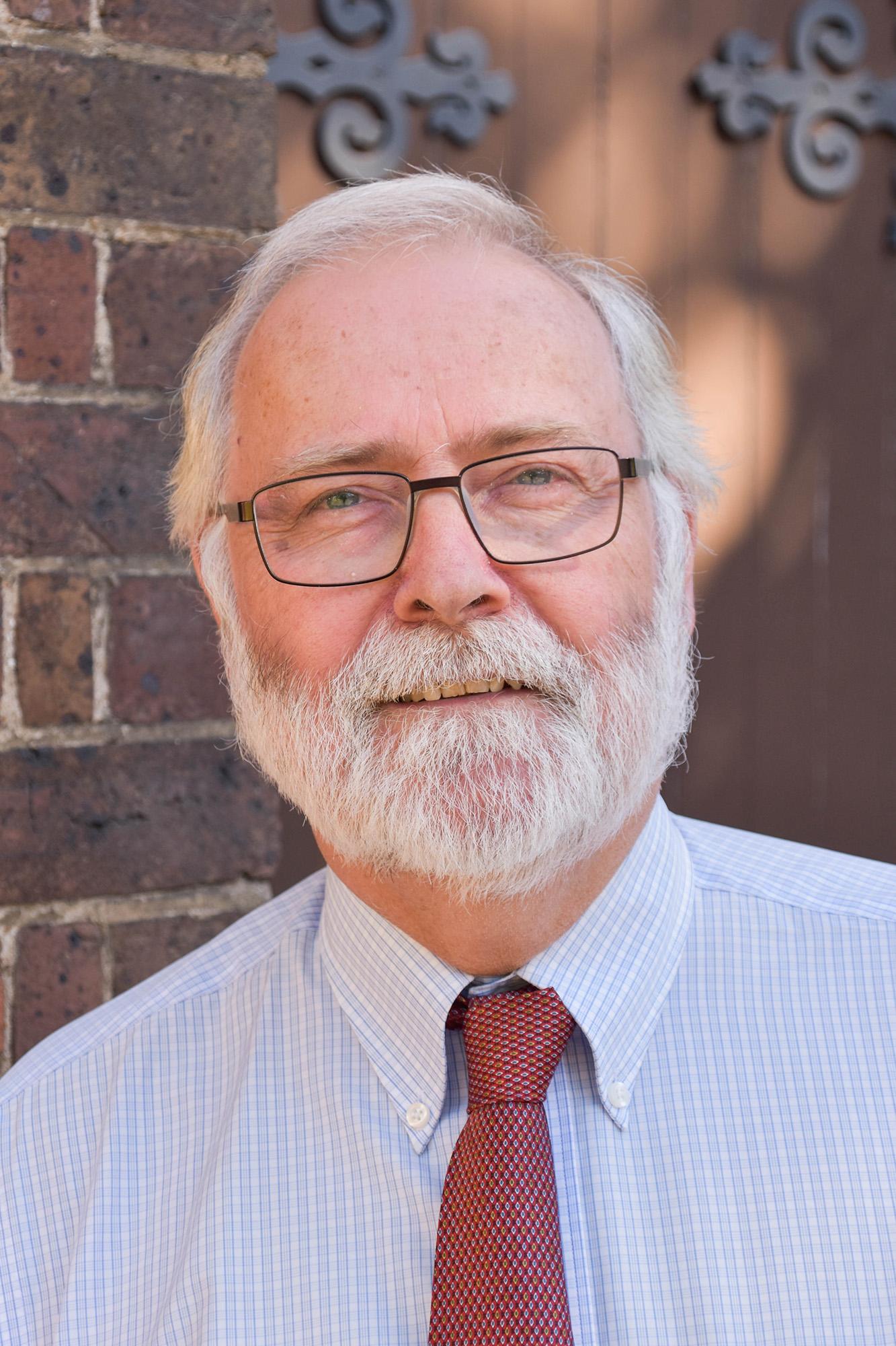 Dr Alan Niven