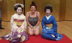 Photo of CSU student Ms Annag Eggleton (centre) who studied in Japan in 2015