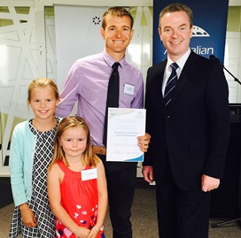 Dr Lee Baumgartner and his daughters with the Minister for Industry, Innovation and Science Hon. Christopher Pyne