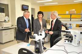 Former Federal MP Mr John Dawkins, AO, NSW Science Minister Jodi McKay and CSU Vice-Chancellor Professor Ian Goulter in the new Veterinary Diagnostic Laboratory at CSU in Wagga Wagga.