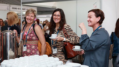 Dr Jennifer Manyweathers, Associate Professor Marta Hernandez Jover and Lynne Hayes at the all important tea break at the conference