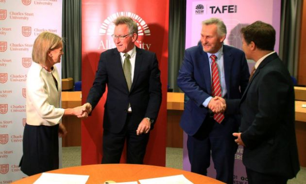 Charles Sturt signs MOU with TAFE NSW and AlburyCity